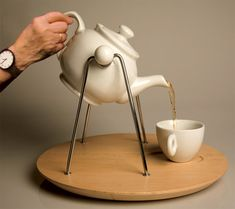 teapot set for people whit shaking hands XD