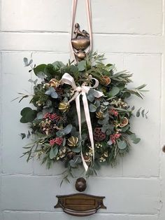 Roses and Rolltops : Christmas // Winter Blooms and Wreaths {for non-DIYers} with The Real Flower Company Christmas Door Wreaths, Christmas Flowers, Natural Christmas, Christmas Makes, Christmas Mood, Holiday Wreaths, Rustic Christmas, Christmas Lights, Christmas Crafts