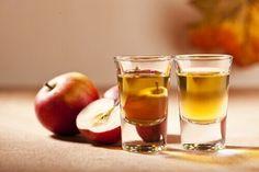 Omenaviinietikka shottilaseissa