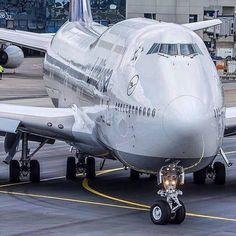 Lufthansa Boeing B747 Jumbo Jet. Detail front and main body landing gear wheels!