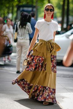 Street Style // Lovely look from the Paris Fashion Week Haute Couture. Street Style Chic, Looks Street Style, Cool Street Fashion, Look Fashion, Trendy Fashion, Autumn Fashion, Womens Fashion, Fashion Trends, Fashion Outfits