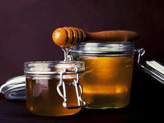 C'est bientôt l'été ! Préparez-vous à sortir vos gambettes avec ces deux recettes de cire d'épilation à base de miel, pour des jambes toutes...