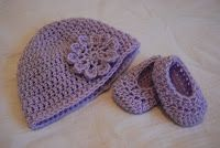 Free crochet pattern - baby hat and booties, 3 sizes; hat turned out cute but booties did not seem to work...