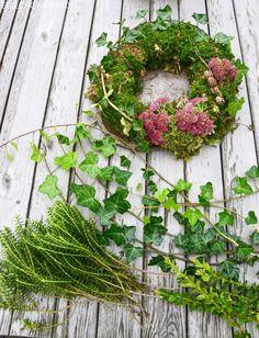 Fall Wreaths, Door Wreaths, Christmas Wreaths, Simple Christmas, Diy Christmas, Moss Wreath, Diy Wreath, Wreath Making, Deco Floral