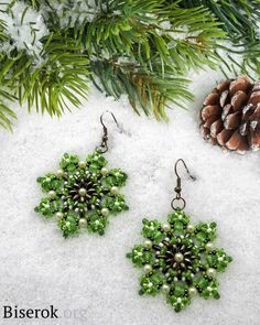 """CHRISTMAS TIME"" Earrings - FREE Pattern by Svetlana Gryzdeva. Full tutorial on the web site (in Russian, translate). Page 1 of 5"