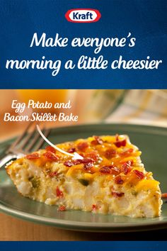 pizza - This Spring, start your mornings on the right foot with this Egg, Potato, and Bacon Skillet Bake This easy recipe only takes 40 minutes to make and will satisfy the whole family A great breakfast for Easter Egg Recipes For Breakfast, Breakfast Bake, Breakfast Items, Breakfast Dishes, Breakfast Casserole, Brunch Recipes, Brunch Foods, Breakfast Snacks, Quiche Recipes