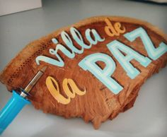 Having fun with my new pyrographer!! 1st time I use it!! Is perfect for adding details! (I know I'm not the best with lettering ;) Primeras pruebas con el pirograbador, muy divertido añadir detalles con él. #wood #lettering #pyrographer #colors #vinylpaint #villadelapaz #rotulo #pirograbador #letras #madera #letters #effects #redwoods #colors #fireart #burn