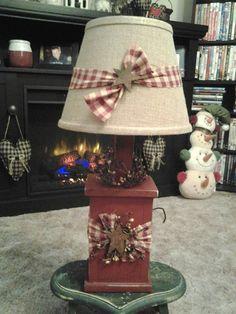 primitive country decorating ideas for living rooms Primitive Lamps, Primitive Living Room, Primitive Kitchen Decor, Prim Decor, Country Primitive, Farmhouse Decor, Easy Primitive Crafts, Primitive Decorations, Primitive Pillows
