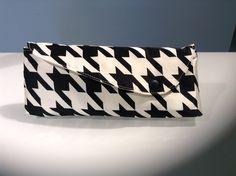 Schwarz-Weiße Clutch im 70er Jahre Look, Hahnentritt / black and white clutch made by cosofabrics via DaWanda.com