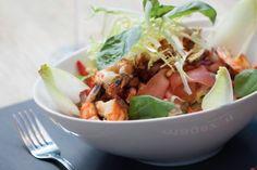 Salade met spek en scampi