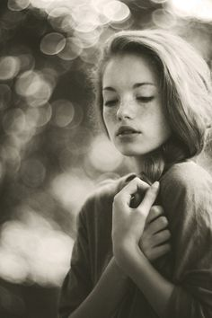 Portrait Photography by Marta Syrko. Grayish tint. Bokeh. Soft expression. hard light