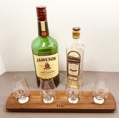 Whisky Whiskey Bourbon Scotch Tasting Flight - Solid Walnut - 4 Glencairn Glass Set Serving Tray - Whiskey Lover Gift - Can Be Personalized! Irish Whiskey, Bourbon Whiskey, Scotch Whisky, Whiskey Wednesday, Whisky Tasting, Tasting Table, Distillery, Gift For Lover, Laser Engraving