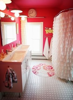 This is such a cute bathroom!