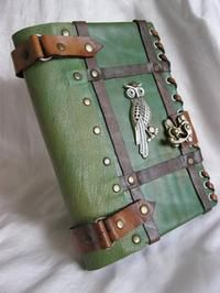 Handmade Leather Journal Notebook w/ Owl Emblem. I'm horrible at keeping a journal, but I still want this really badly. Owl Books, Library Books, Leather Craft, Handmade Leather, Custom Leather, Leather Jewelry, Buch Design, Handmade Books, Handmade Notebook