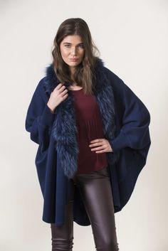 Πλεκτά με γούνα : Navy knitting cape with sleeves and fur Leather Leaf, Real Leather, Fur Keychain, Fur Bag, Long Vests, Mink Fur, Fox Fur, Fur Trim, Pale Pink