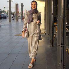 Muslim Fashion 641903753115957912 - muslim fashion ideas inspiration modest clothing style Source by dasilvanina_lla Islamic Fashion, Muslim Fashion, Modest Fashion, Women's Fashion Dresses, Hijab Fashion, Unique Fashion, Modest Dresses, Modest Outfits, Modest Clothing