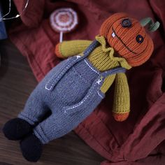Knitting Bear, Cast On Knitting, Knitting Blogs, Halloween Knitting Patterns, Knitting Patterns Free, Knit Patterns, Halloween Toys, Halloween Pumpkins, Knitted Dolls