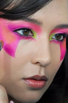 Click through to see my Jem & the Holograms makeup tutorial!
