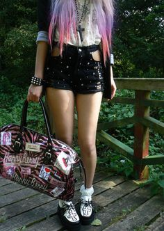 Pastel Goth: May just be my new obsession...