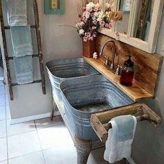 Costruirsi un bagno su misura, con tutti i mezzi possibili... #Repost @britta_viking_angel ・・・ #bathroom #inspiration #decoration #vintage #vintagestyle #shabbylovers #shabby #antique #cottage #casafacilestyle #casafacile