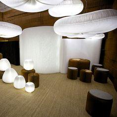 """Pour l'édition 2013 du salon Maison, l'agence canadienne Molo Design a astucieusement utilisé ses modules de papier craft """"Softblocks"""" pour scénographier son stand."""