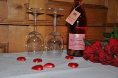 Verwen je lief met Valentijn  - aankomst bij romantische erfverlichting,  - ontvangst met hapje en drankje,  - fles prosecco rosé* op de kamer,  - rozenblaadjes op het bed,  - bloemen op de kamer,  - twee overnachtingen,  - tweemaal luxe ontbijt.    (éénmaal op de kamer en éénmaal in de ontbijtkamer).  Prijs romantisch verblijf 175,-- euro voor 2 personen.  * evt. te serveren bij het ontbijt op de kamer.