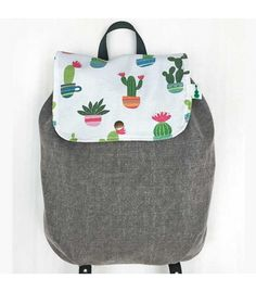 Mochila de guardería con estampado de cactus. Combina dos telas diferentes. Hecha a mano en Barcelona. Ukelele Little