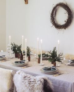 I recently shared my tips for simple Christmas entertaining and table styling for /91magazine/ . I love gathering (and eating!) this month but I also love keeping it simple. Tons of tips and all my sources in the link in my bio!