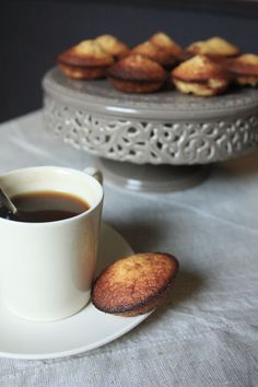 Pour terminer un bon repas sur une note sucrée, n'hésitez pas à tester ces bouchées moelleuses au chocolat blanc et noix de coco