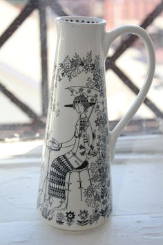 Emilia pattern flower vase by Arabia Finland Pattern Flower, Flower Patterns, Porcelain Ceramics, Ceramic Pottery, Scandinavian Dinnerware, Sharpie Art, China Painting, Marimekko, Flower Vases