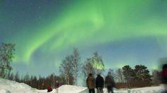 (歐雅旅遊2012/3/2芬蘭破冰團)  自古來,極光與許多北歐神話傳說息息相關。  有人相信是先人的靈魂在舞動,亦有人指女武神的盾牌光輝;芬蘭人則稱之為「狐狸之火」,好似天上狐狸奔跑,尾巴激起的雪花。  — 在Rovaniemi, Lapland。