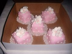 Baby Shower Cupcakes For Girls, Baby Shower Cake Pops, Pop Baby Showers, Girl Cupcakes, Fun Cupcakes, Cupcake Cakes, Spring Cupcakes, Chocolate Mocha Cake, Chocolate Ganache Filling