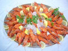 Seafood Platter- food to celebrate the hot Australian summer at Christmas. Christmas Catering, Christmas Dinner Menu, Christmas Lunch, Christmas 2019, Christmas Recipes, Summer Christmas, Christmas Entertaining, Christmas Foods, Christmas Cooking