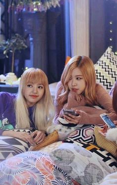 Rosé and lisa Kpop Girl Groups, Korean Girl Groups, Kpop Girls, Blackpink Lisa, Kim Jennie, Yg Entertainment, K Pop, Rapper, Oppa Gangnam Style
