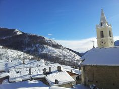 Neve sulle valli olimpiche! Questo è il villaggio di Usseaux in Val Chisone uno dei Borghi più belli d'Italia!