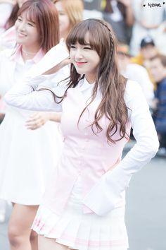 WJSN - Cheng Xiao Yuehua Entertainment, Starship Entertainment, Xuan Yi, Cheng Xiao, Cosmic Girls, Girl Group, Instagram Posts, Asian, Dance