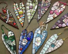 I make these lovely mosaic hearts using a combination of vintage China, glass tiles, stained glass, beads (and anything else that catches my eye! Mosaic Tile Art, Mosaic Glass, Glass Tiles, Stained Glass, Mosaic Art Projects, Mosaic Crafts, Mosaic Ideas, Clay Projects, Mosaic Designs