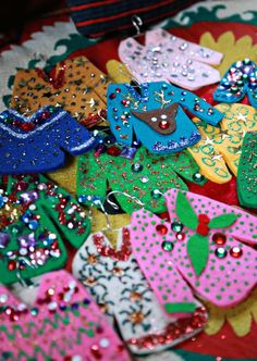 DIY Ugly Christmas Sweater Ornaments - Everything Christmasy to Craft and Sew. Christmas Ornament Crafts, Felt Ornaments, Diy Christmas Gifts, Handmade Christmas, Holiday Crafts, Christmas Crafts, Christmas Decorations, Ornaments Ideas, Christmas Outfits