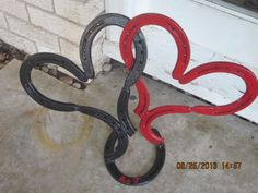 Horseshoe Art... I need to learn how to weld. I've got plenty of horseshoes to work with!