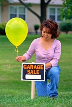 This is a guide about garage sale tips and tricks. Knowing a few tips and tricks can help make your garage sale successful. Yard Sale Signs, Garage Sale Signs, For Sale Sign, Online Garage Sale, Running In The Rain, Thrift Store Shopping, How To Make Signs, Making Signs, Packing To Move