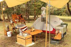 こんにちは!おしゃれキャンパーさんを紹介する企画の第2弾、男子キャンパー編です☆多くの人が利用しているInstagramには、理想に近いキャンプスタイルを見つけるヒントがたくさん!実際に写真を見ると、夢も膨らみますよね♪今回も素敵なキャンパーさんばかりなのでお見逃しなく! Wild Camp, Diy Tent, Camping Style, Glamping, Caravan, To Go, Food Truck, Pets, Places