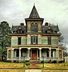 Old Victorian...I need to live here!