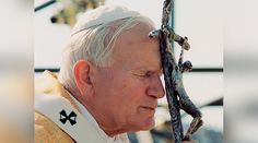 Este domingo 2 de abril se cumplen 12 años del fallecimiento de San Juan Pablo II, el Papa peregrino que viajó por el mundo y se convirtió en uno de los líderes más influyentes del siglo XX.