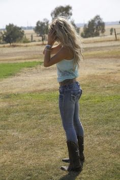 I'm pinning for motivation because I want a body like that! Not too skinny but comfortable in anything!