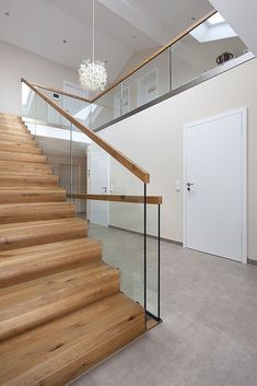 Modern Staircase Design Ideas - Search photos of modern stairs and also discover design and design ideas to influence your very own modern staircase remodel, including unique barriers and storage . Modern Staircase Railing, Interior Staircase, Staircase Remodel, Modern Stairs, Wood Stairs, Stair Railing, Staircase Design, Glass Stairs Design, Glass Railing