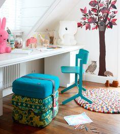 Een prachtige plaat van een kinderkamer... Met de Baboesjka kruk van Fatboy, de RU chair van HAY, Nijntje & Anana Lampen van Anel, Beestenboel Wandsticker van KEK Amsterdam en het Pinocchio vloerkleed van HAY....