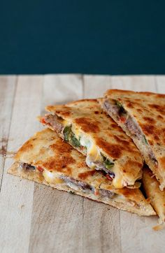 Jalapeno Popper Steak Quesadilla 7 The jalapeno popper madness continues! This time steak is joining the party! With leftover steak in my fridge, tortilla shells on my counter and a major craving still intact from my last jalapeno … Jalapeno Salsa, Jalapeno Poppers, Jalapeno Popper Recipes, Cheeseburger Quesadilla, Grilling Recipes, Beef Recipes, Cooking Recipes, Skillet Recipes, Deserts