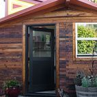 Sarah Deeds of Deeds Design and carpenter John McBride built this office office and art studio in Berkeley, California. Constructed behind their 1906 Victorian, this small space utilizes a pentagon-like layout to maximize the interior. Studio Apartment Layout, Small Studio Apartments, Apartment Ideas, Backyard Retreat, Backyard Cottage, Cabins In The Woods, Maine House, Architecture Details, House Tours