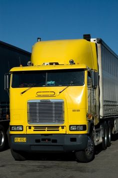 Yellow Freightliner cabover at the Wingfield BP truck stop. Big Rig Trucks, Semi Trucks, Cool Trucks, Diesel Oil, Freightliner Trucks, Cab Over, Semi Trailer, Heavy Truck, Emergency Vehicles