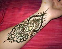 pretty paisley henna tattoo/ I want the tattoo not henna